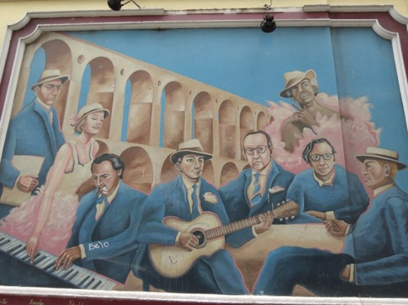 In Lapa, artistic and touristic center. Behind musicians - Lapa's famous arches.